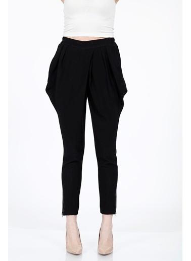 Vitrin Yanlar Kulak Detaylı Dar Paça Pantolon Siyah